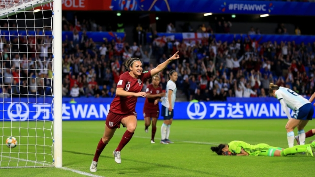 Jodie Taylor of England celebrates the breakthrough (Getty Images)