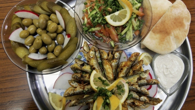 Article thumbnail: A Mediterranean-style diet can help you live longer, according to the study