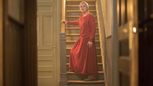 Elisabeth Moss returns to Gilead in The Handmaid's Tale season three. Photo by: Elly Dassas/Hulu)