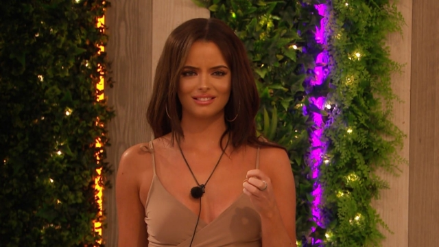 Maura overhears chat on Love Island (Photo: ITV Studios)