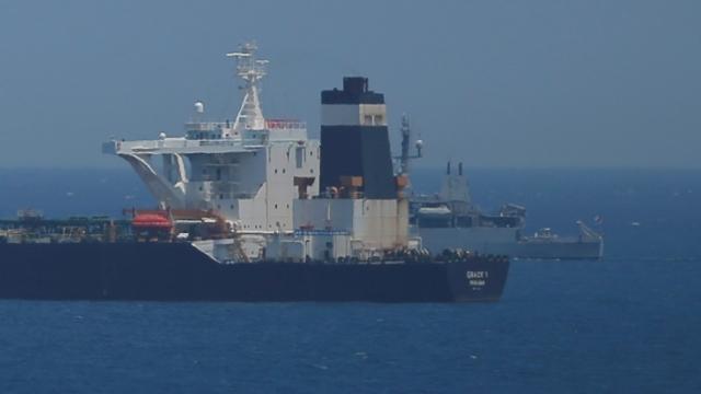 A British Royal Navy patrol vessel guards the oil supertanker Grace 1 (Photo: Jon Nazca/Reuters/File