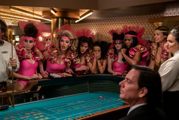 The cast of Glow haed to Las Vegas in Season 3 of the Netflix series (Photo: Ali Goldstein/Netflix)