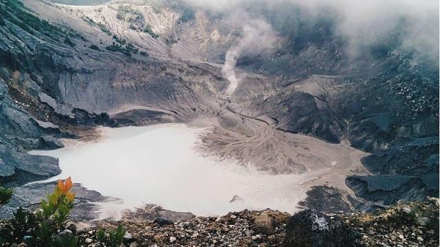 The Tangkuban Perahu volcano (Photo: Wikipedia)