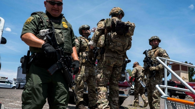 Texas law enforcement agencies respond to the active shooter call (Photo: Joel Angel Juarez/AFP/Getty Images)