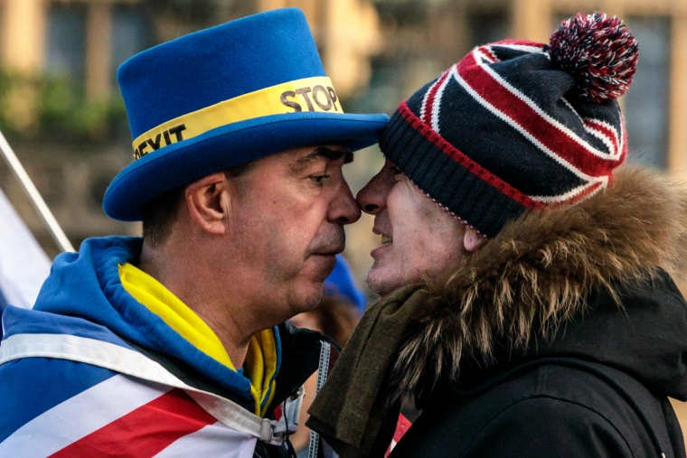 Anti-Brexit protester Steve Bray (L) and a pro-Brexit protester argue as they demonstrate outside the Houses of Parliament in Westminster on January 08, 2019 in London (Photo :Jack Taylor/Getty)