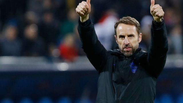 Article thumbnail: England's head coach Gareth Southgate gives a thumbs up after a win over Kosovo on 17 November 2019. (AFP via Getty Images)
