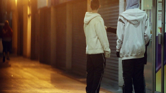 Mental health among White British youths is worse when they live in deprived ethnically uniform neighbourhoods, a study has found.
