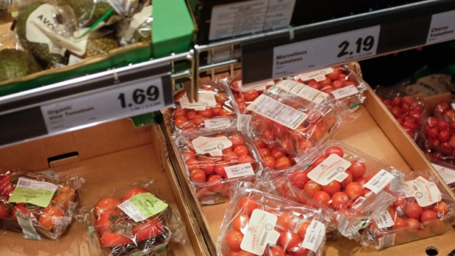 Shoppers are growing increasingly intolerant of plastic wrapped fruit and veg (Photo: Getty)