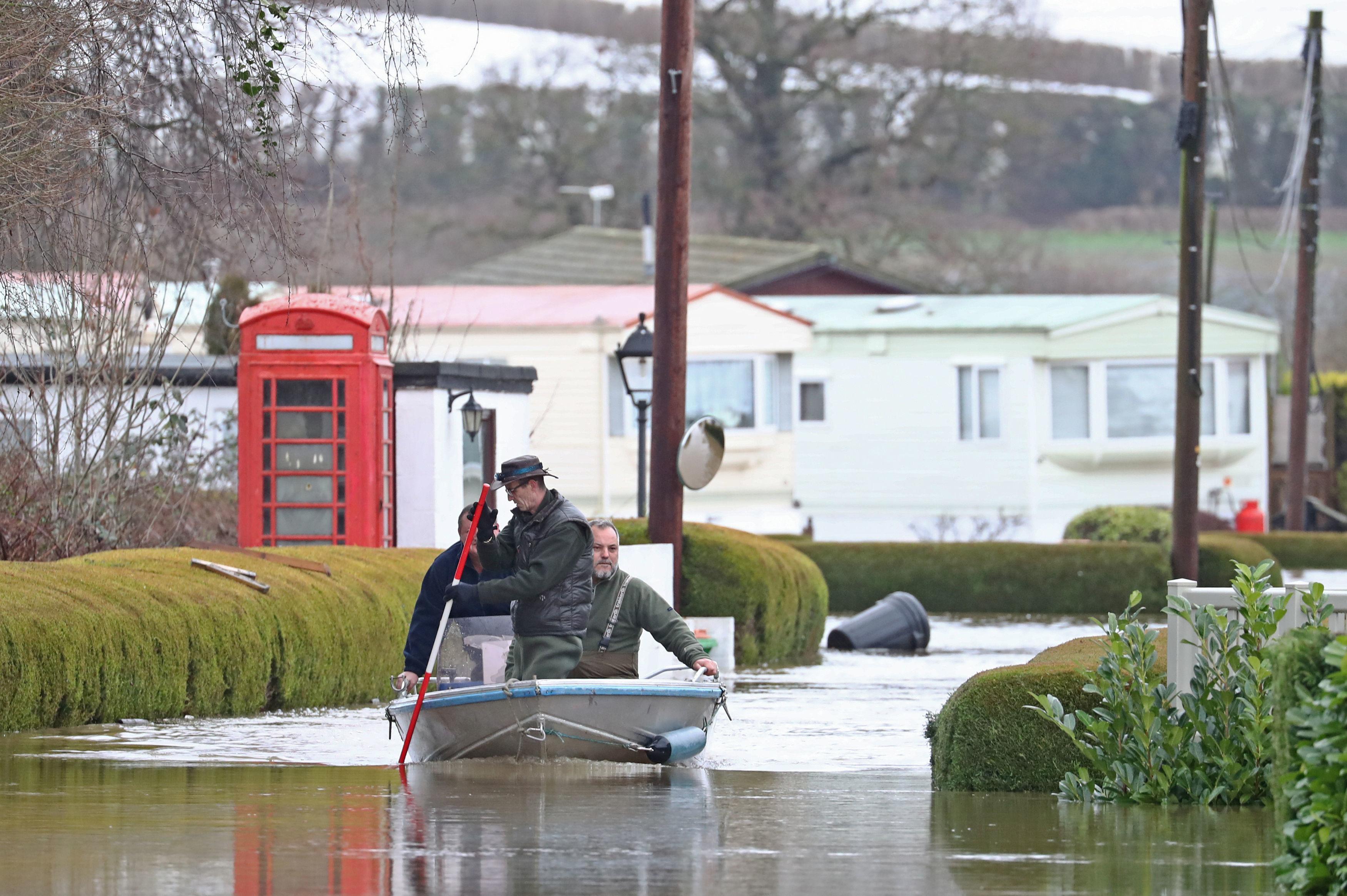Christmas weather forecast 2019: Travellers face misery as flooding causes major disruption