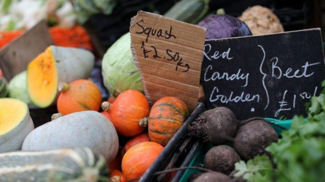 Buying seasonal and locally grown fruit and veg rather than produce from across the world reduces carbon emissions (Photo: ISABEL INFANTES/AFP via Getty Images)