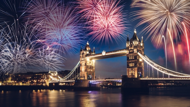 New Year S Eve Fireworks 2019 Near Me Best Events And Displays Around The Uk Tonight From London To Manchester