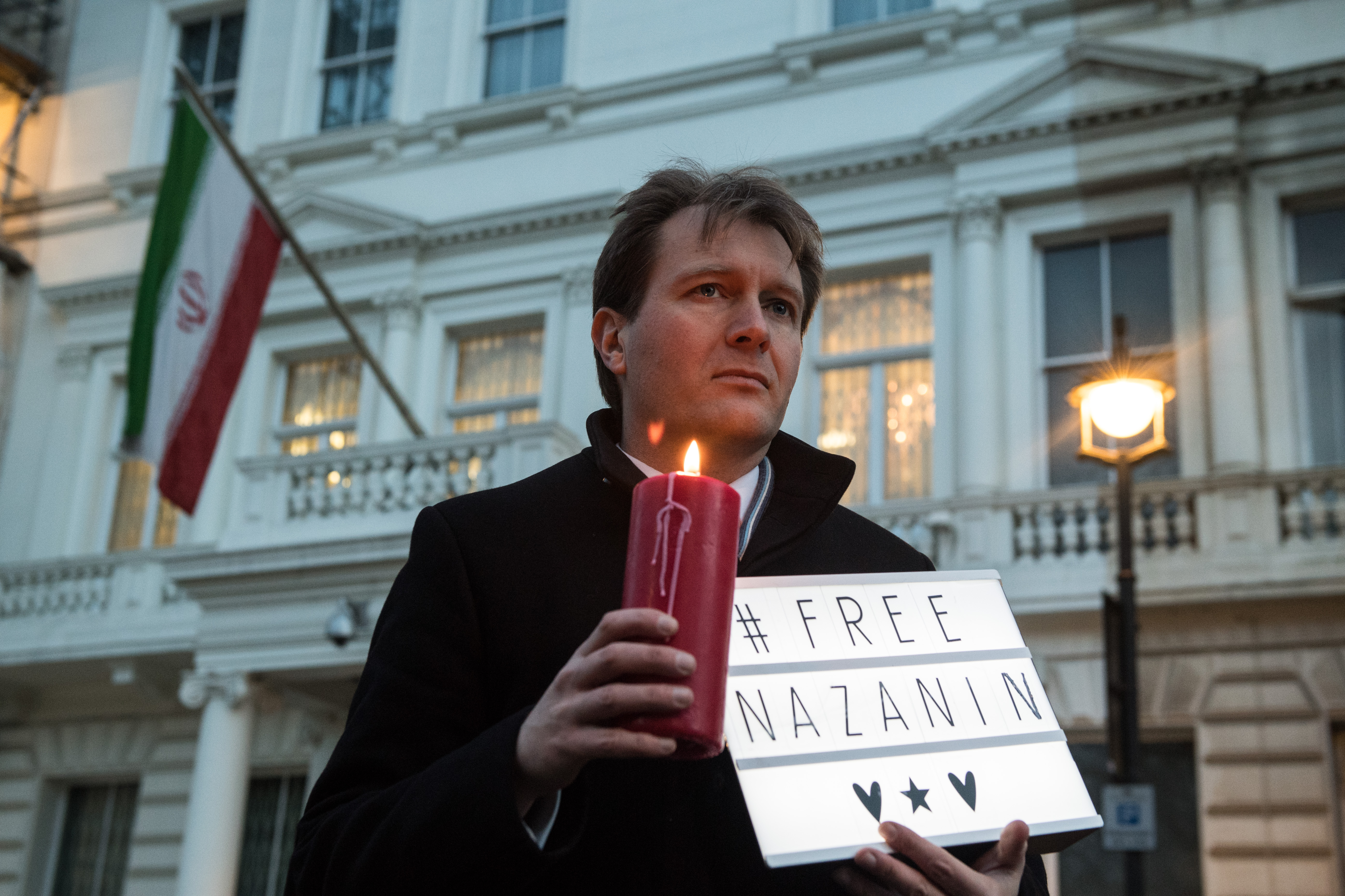 Richard Ratcliffe, husband of Nazanin Zaghari-Ratcliffe, holds a '#Free Nazanin' sign and candle during a vigil in 2017 (Photo: Chris J Ratcliffe/Getty Images)