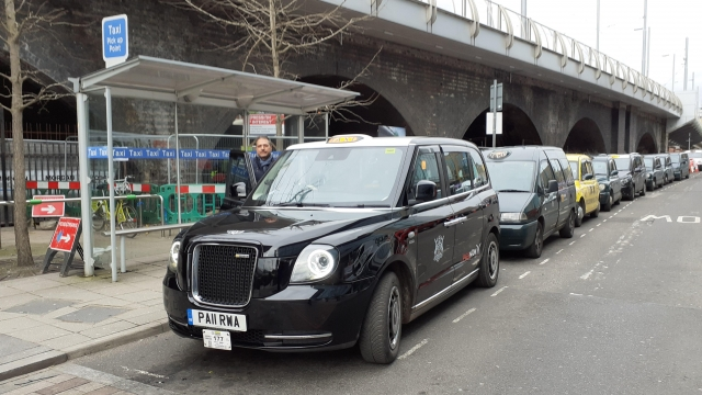 The electric taxi rank in Nottingham (Photo: DfT)