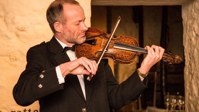 Alistair McCulloch playing the Gregg violin (Photo: Alistair McCulloch)