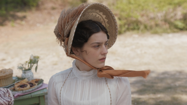 Article thumbnail: Amber Anderson stars as Jane Fairfax in director Autumn de Wilde's new version of Emma (Photo: Focus Features/Universal)
