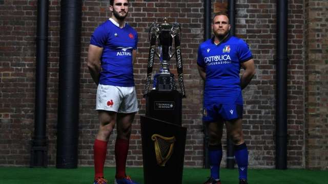 Captains Charles Ollivon of France and Luca Bigi of Italy pose with the Six Nations Trophy (Getty Images)