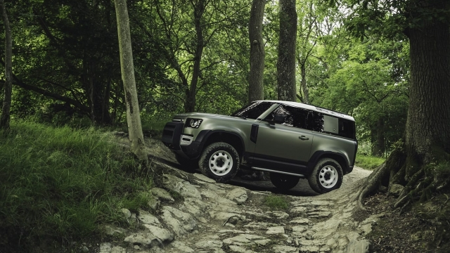 Article thumbnail: 2020 Land Rover Defender 90