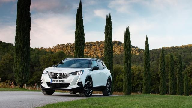 Article thumbnail: Peugeot e-2008