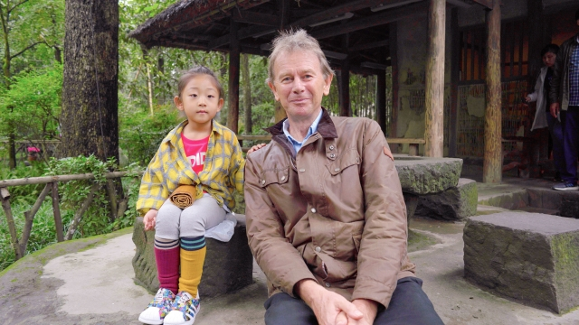 Presenter Michael Wood meets a very young Du Fu fan at the poet's birthplace