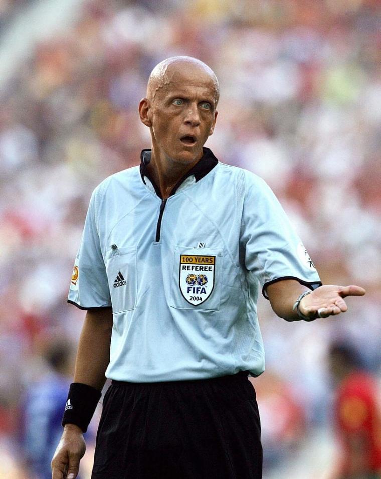 Referee Pierluigi Collina
