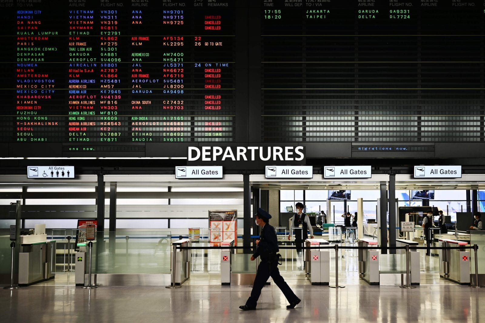 Hundreds of thousands of flights have been cancelled, but can you claim on your travel insurance? (photo: AFP/Getty)