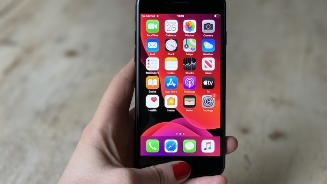 Apple's new iPhone SE 2020 is guaranteed to appeal to those who want an iPhone without paying over the odds (Photo: Rhiannon Williams/i)
