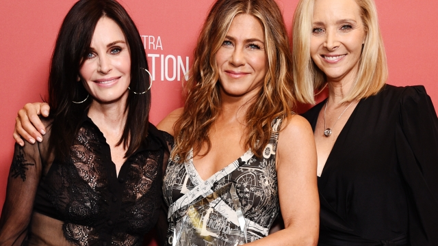 """Lisa Kudrow pictured with two of her """"Friends"""" castmates, Courteney Cox and Jennifer Aniston (Photo: Getty)"""