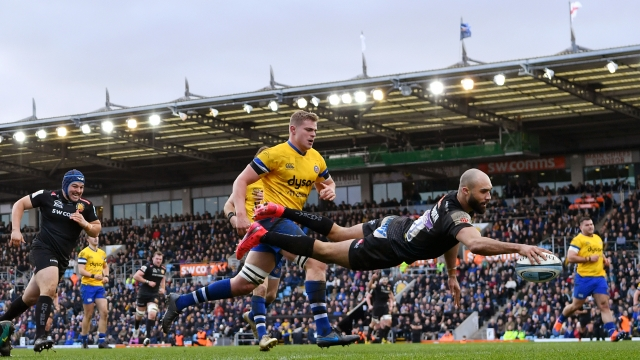 Olly Woodburn of Exeter Chiefs dives over to score his side's seventh try during the Gallagher Premiership Rugby match between Exeter Chiefs and Bath Rugby