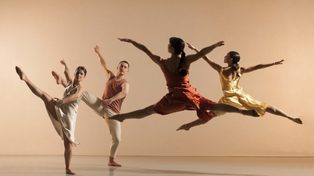 The Richard Alston Dance Company in Voices and Light Footsteps